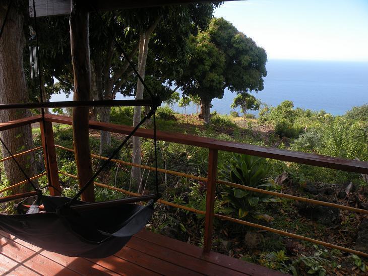 L'Overlook pendaison de salon chaise a une vue magique de l'océan