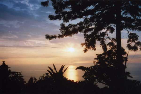 Enjoy your Makalani 'Heavenly View' South Kona sunset