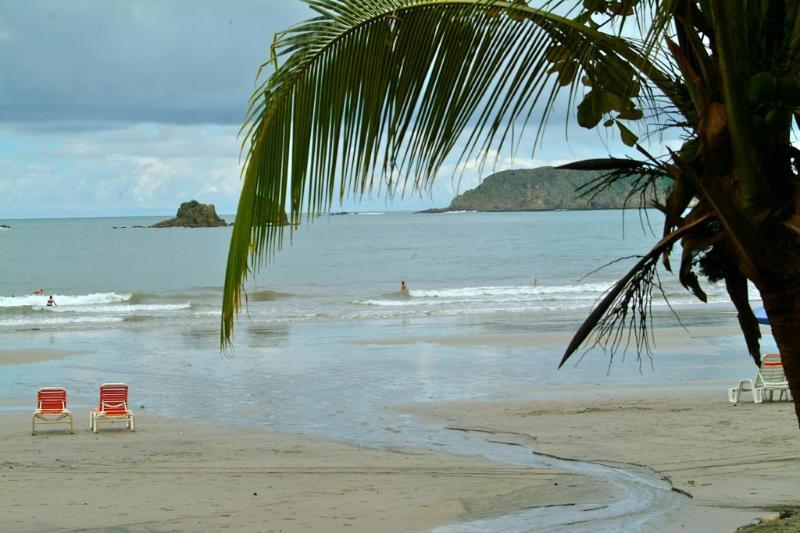 Playa Espadilla directly below Villa CalaLuna
