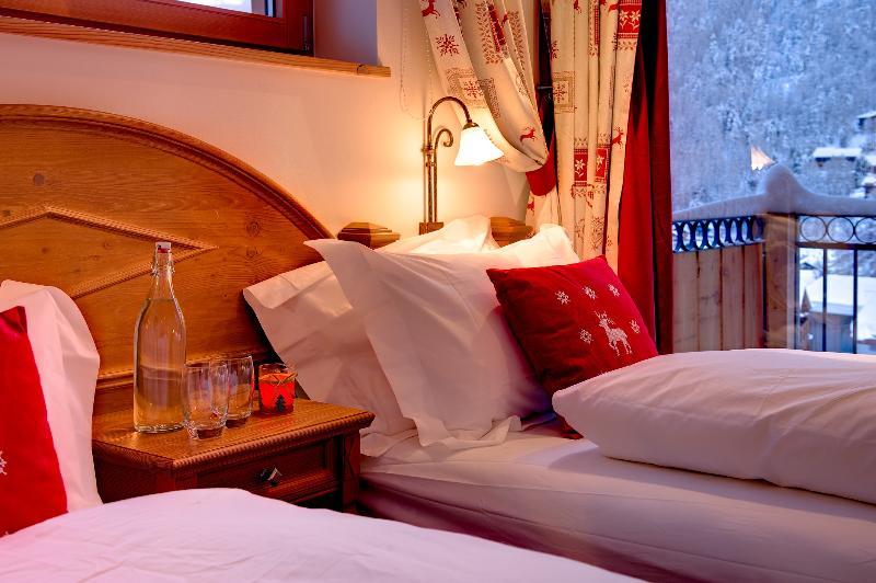 Photo of Chalet Castor Mountain Exposure Zermatt - freestanding, independent, hot tub