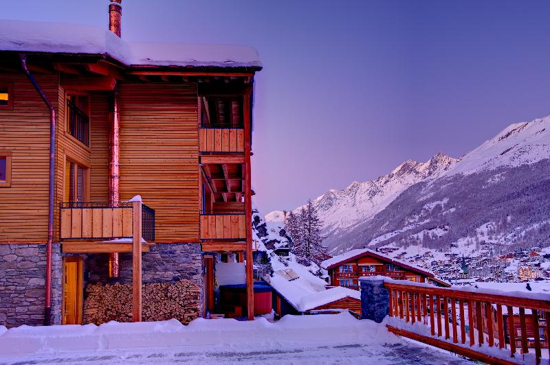Freestanding adjacent chalet with 4 ensuite bedrooms, fireplace, exterior hot tub.