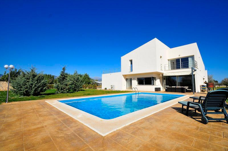 C84MLL Impressive avant-garde house for 10+2 people in Binissalem, vacation rental in Santa Eugenia