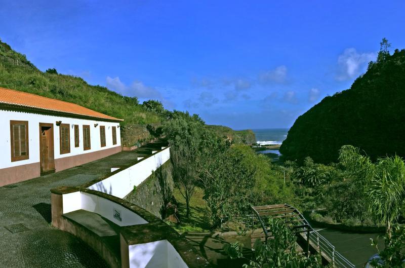 Lovely farm house by the sea, vacation rental in Santo da Serra
