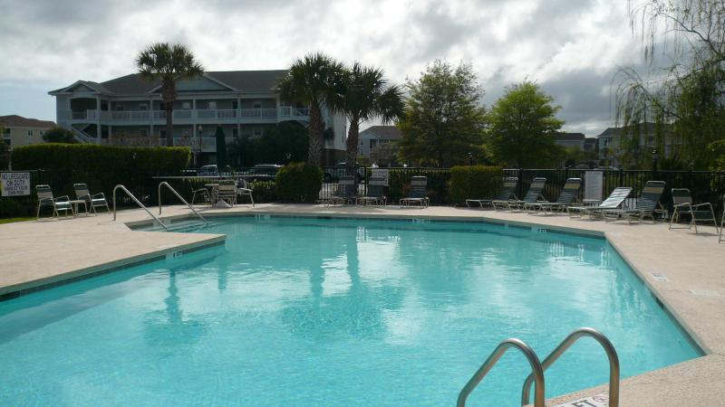 Wedgewood pool condo building washroom change room sun all day until sunset