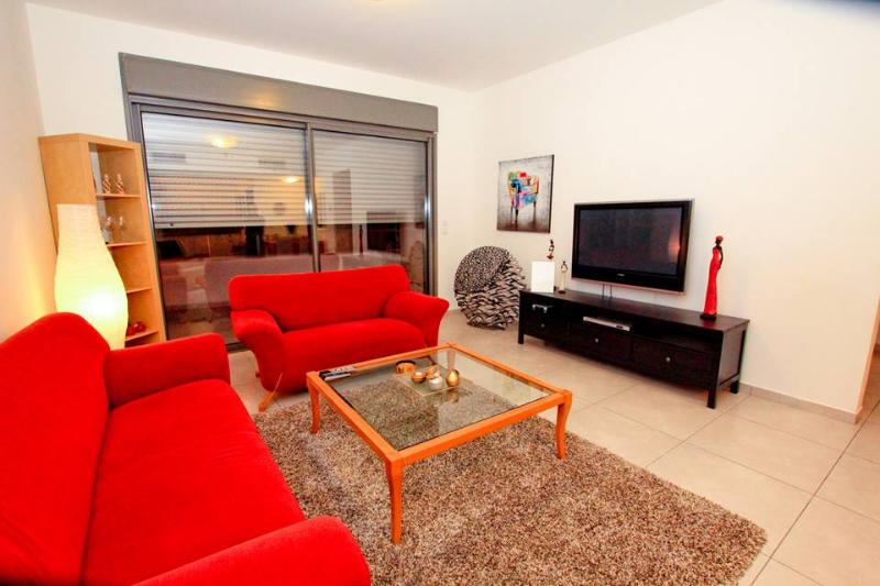 Apartment near Weizmann Institute, holiday rental in Kefar Uriyya