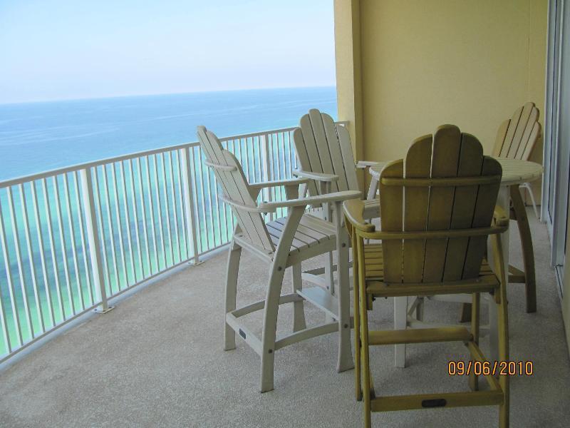 Mira el sobredimensionado balcón con vista al Golfo.