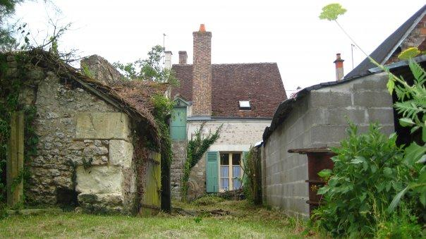 Adorable 18th Century cottage in French village!!!, vacation rental in Loir-et-Cher