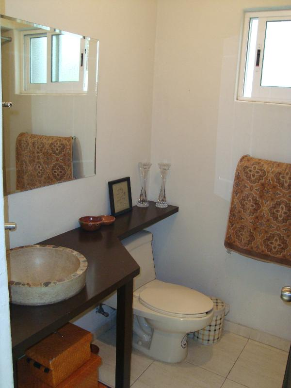 Clean and Comfortable Bathroom with Tub/Shower