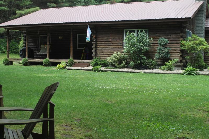 Private Wooded Caroga Creek Log Home by Royal Mtn., vacation rental in Stratford