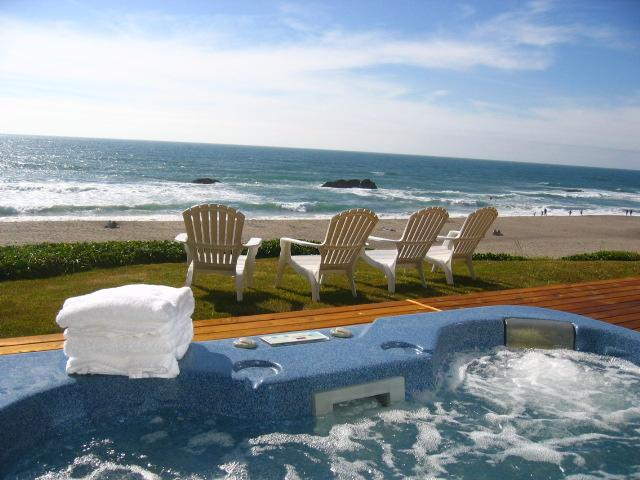 OCEANFRONT, HOT TUB walk to CASINO, holiday rental in Lincoln City