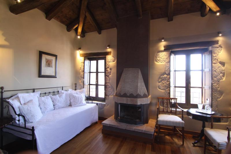 Villa Vager Suite Room, holiday rental in Kleitoria