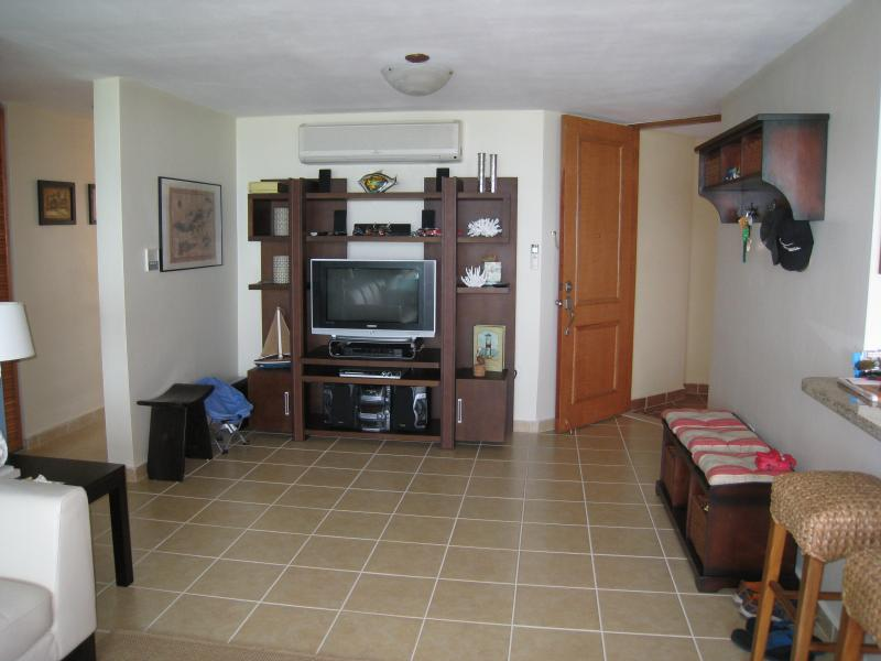 Wall Unit with 32' TV cable service and Wi-Fi at Living and A/C