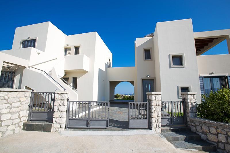 Haraki Villas Establishment - Entrances