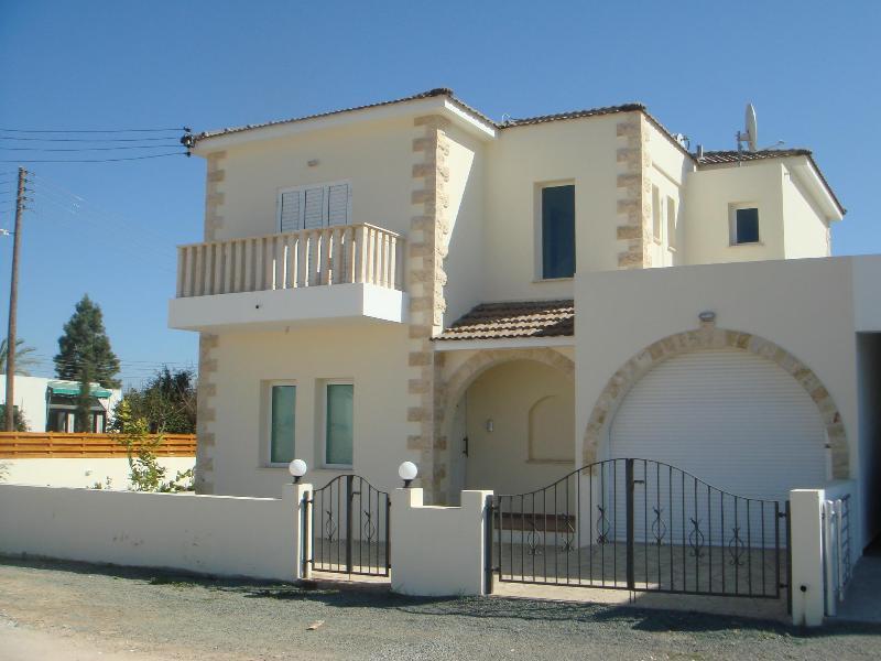 Villa Elvie - 84955, holiday rental in Vrysoulles