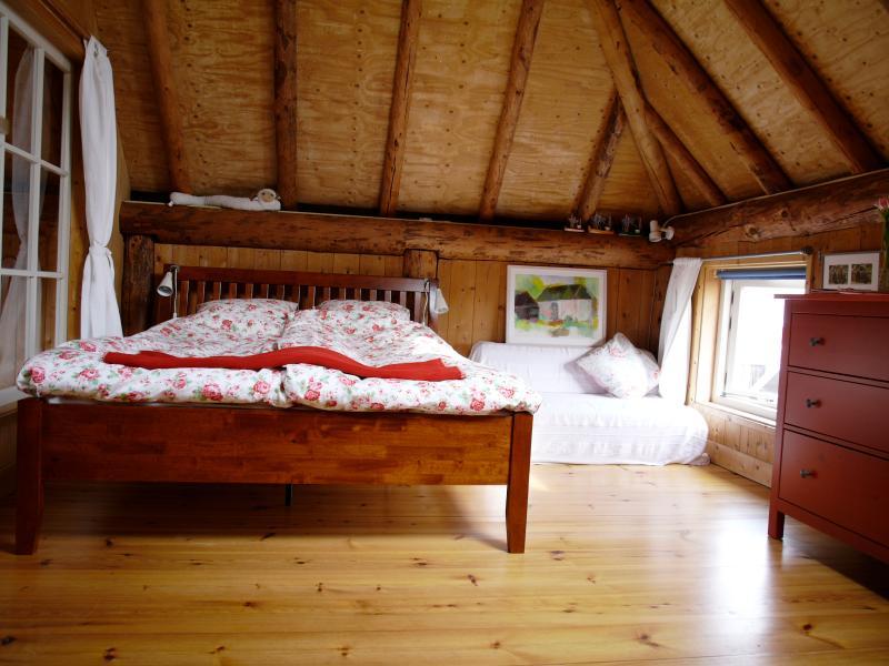 slaapkamer met uitzicht op het water