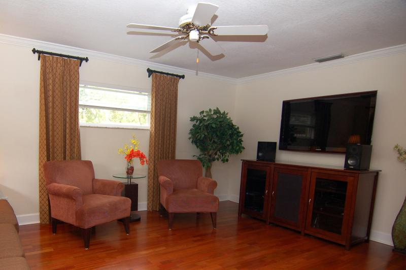 Warm and Inviting. Ideally located, 3BR/2BA Home, location de vacances à Altamonte Springs