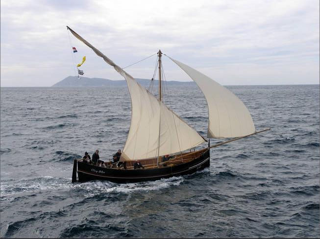 Traditional fishing sailboat!