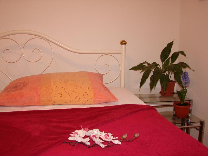 Apartment in Kastel Stari, near Split and Trogir, aluguéis de temporada em Kastel Stari