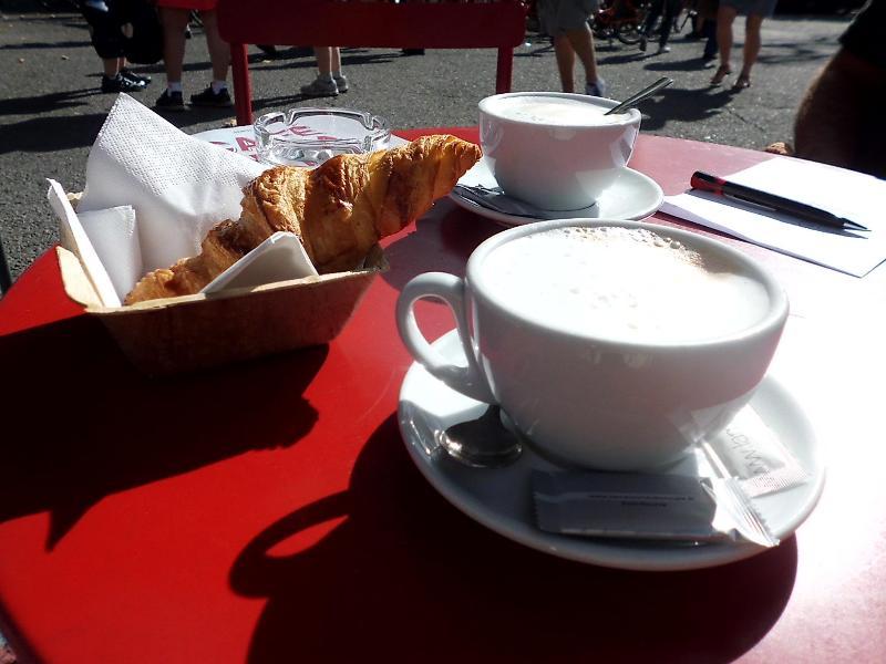 cafe & croissant