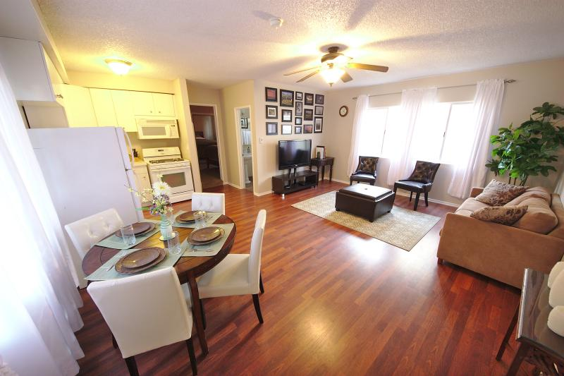 View as you step into the unit.  Open concept with the dining, kitchen, and living space.