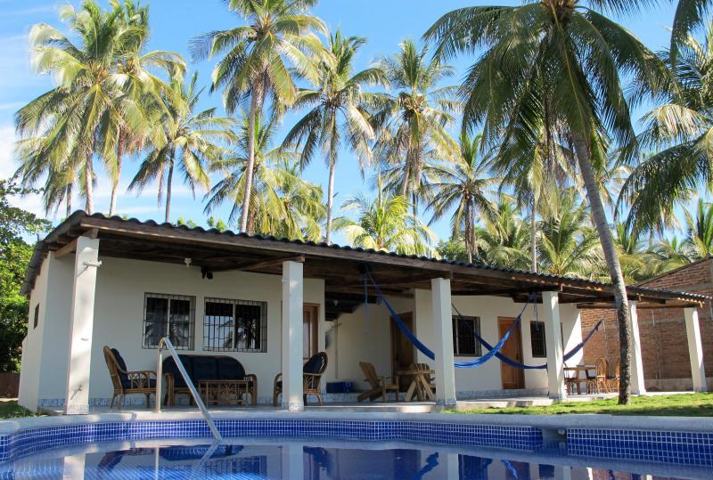 2 BR - Quiet Oceanfront Villa (Playa El Majagüe), alquiler de vacaciones en Jucuaran
