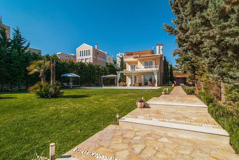 Villa with pool in Lagonisi Athens, vacation rental in Koropi