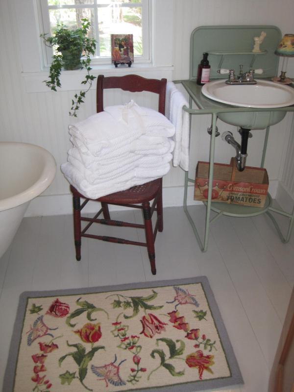 Bath with English Washstand