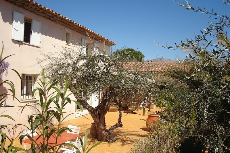 Villa y terraza