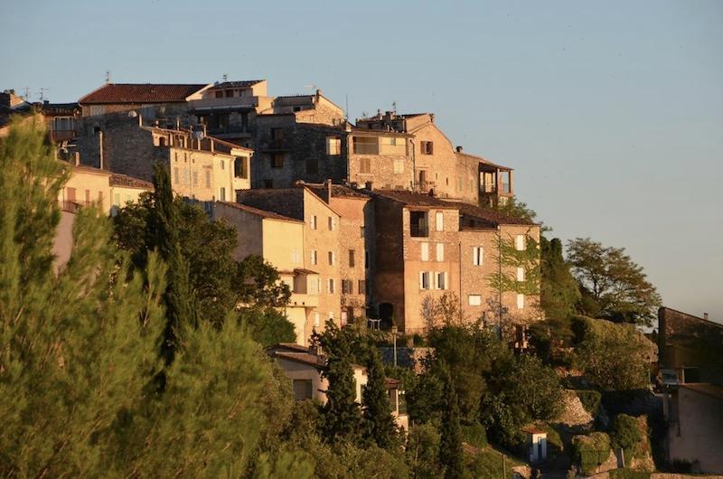 La aldea de Saint Cezaire