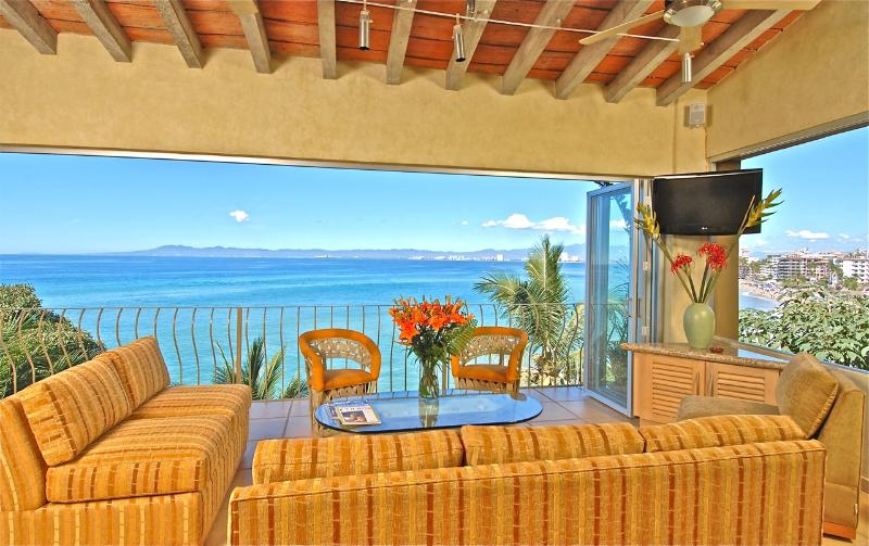 Beach Front Villa-Private Beach-In Town-Panoramic Views-Private Staff, vacation rental in Puerto Vallarta
