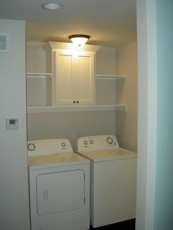 Área de serviço - máquina de lavar e secar roupa