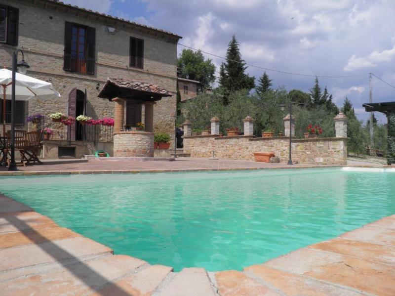 Homey 3 Bedroom Apartment in the Hills of Siena, vacation rental in San Rocco a Pilli