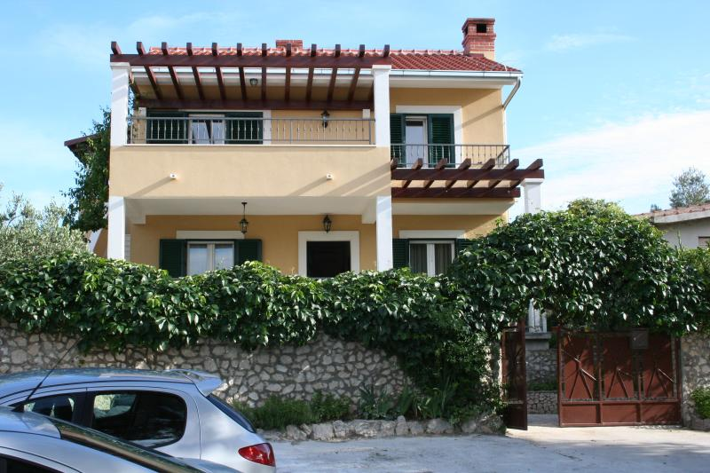 Marta&Tone 1 - the place for relaxing holiday, vacation rental in Razanj