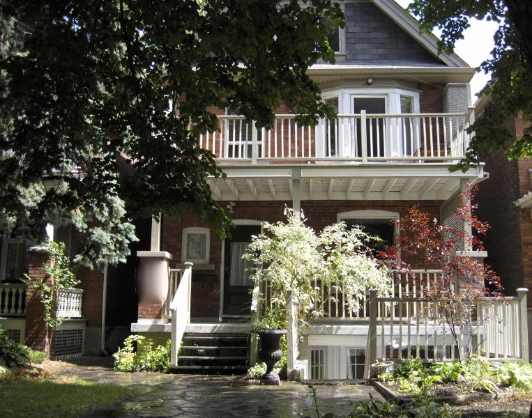 Beautiful 3 Bdrm 2000 SqF with large 22x10 Balcony, holiday rental in Toronto