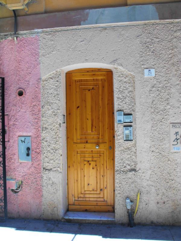 Entry to the ground floor of via Sicilia
