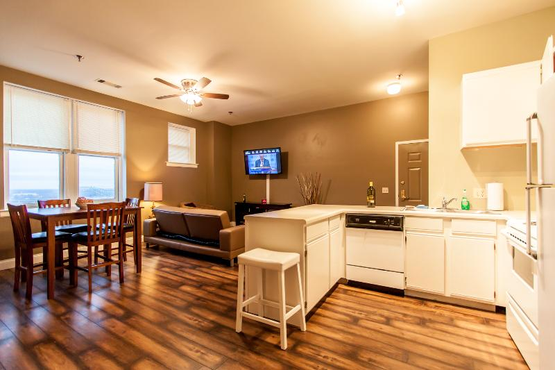 Cozy Penthouse Apartment - At Downtown Memphis UPDATED ...