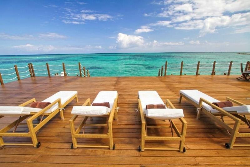 Private lounge ocean front