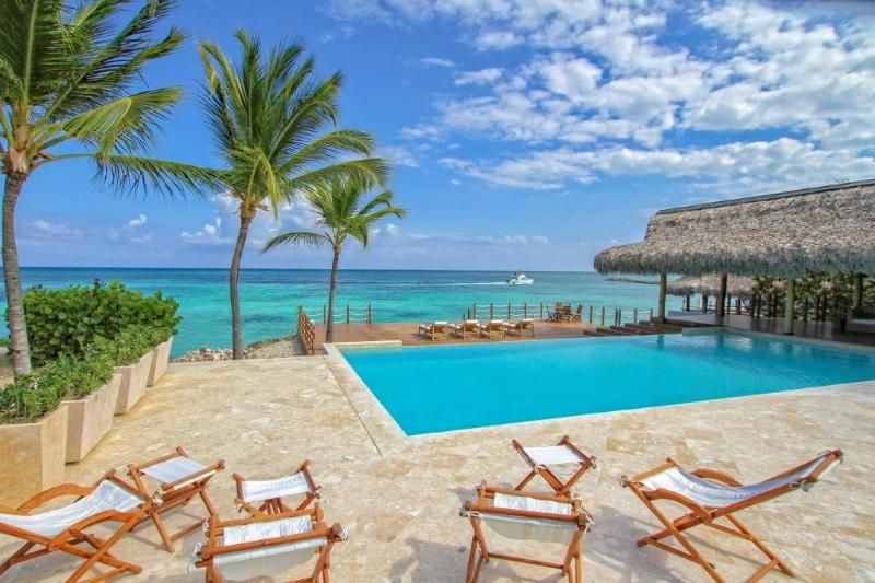 pool & caribbean come together