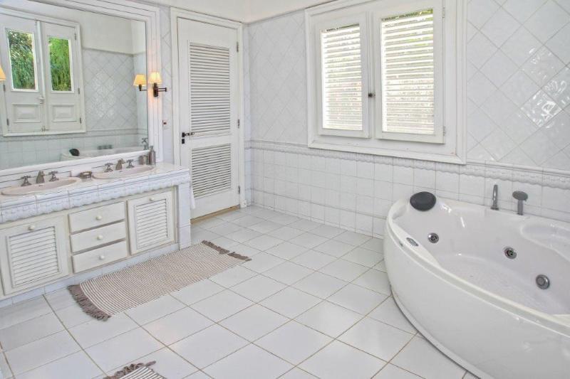 ensuite bathroom groundfloor