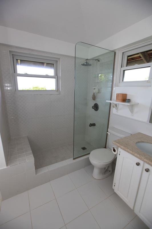 Master en-suite bathroon