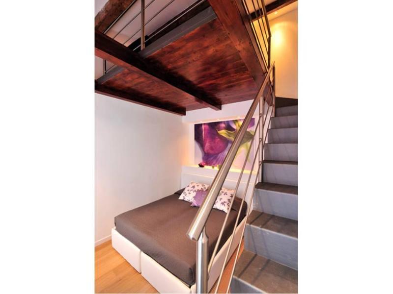 internal stairs to mezzanine