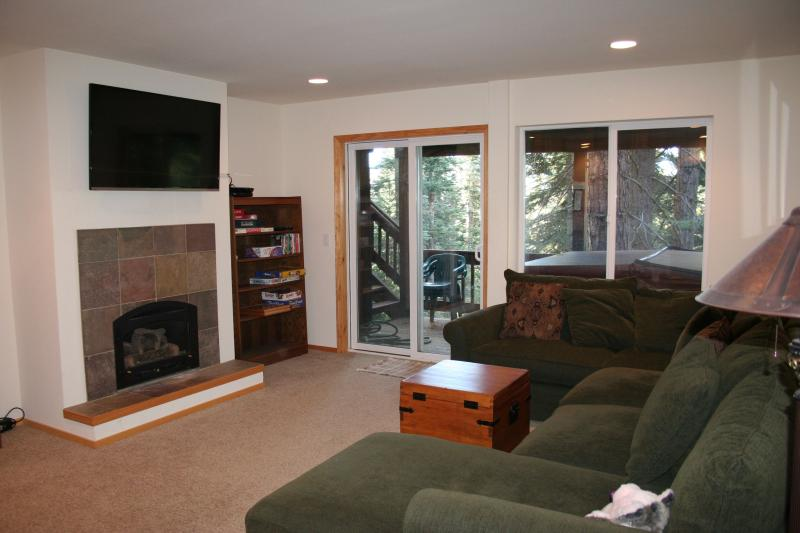 Nice big TV (w/ xbox and netflix), comfy couch, hot tub -- the perfect place to relax