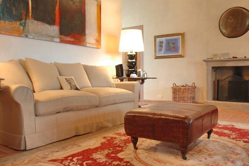 Casale della Luna - amazing villa with private poo, Ferienwohnung in Romazzano