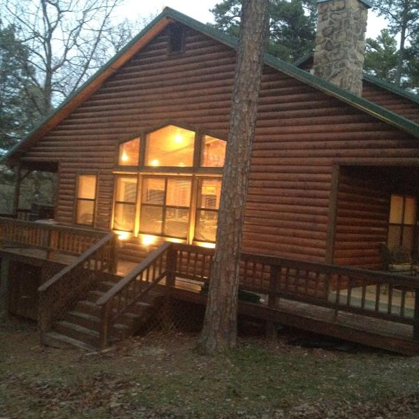 Off Season Reduced Rates  Peaceful Hilltop Luxury Cabin, Family Friendly, vacation rental in Broken Bow