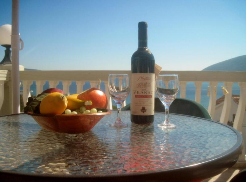 Luxury Sea View Studio Apartment in Igalo, vacation rental in Herceg-Novi Municipality