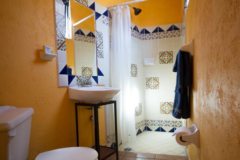 Salle de bains entièrement équipée