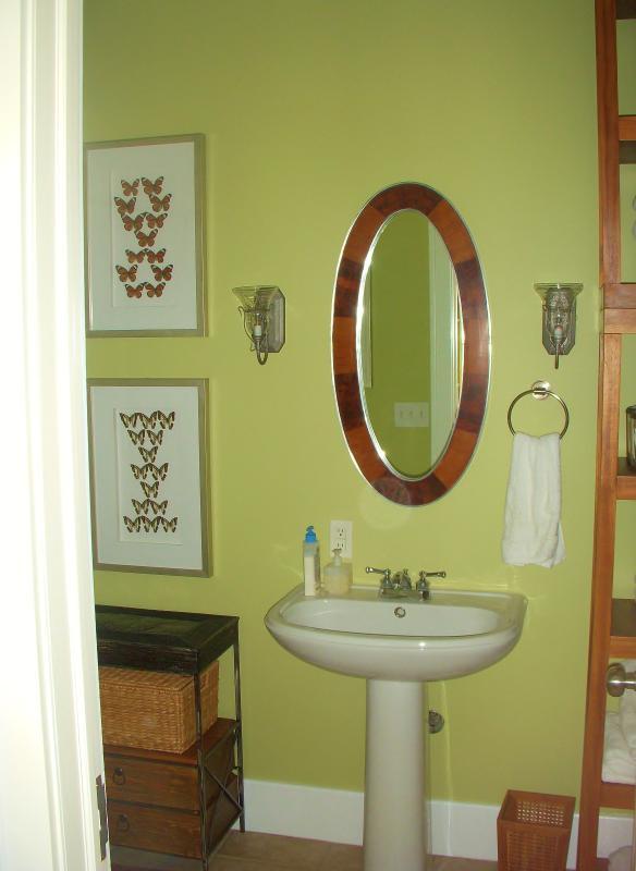 1st floor bathroom / bath/ shower
