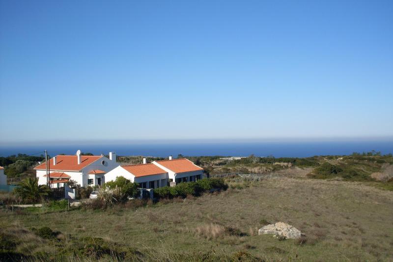 House overlooking the ocean, casa vacanza a Aldeia do Meco