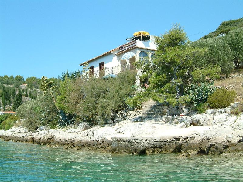 Apartment Maya / Beach house, Vela Luka, Korčula, vacation rental in Vela Luka