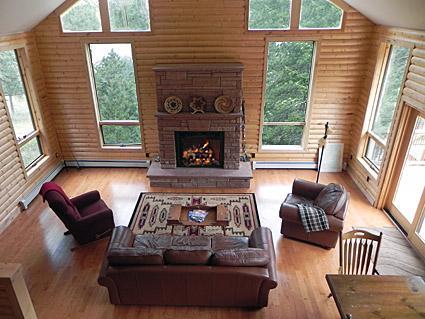 Salon Belle grande chambre avec cheminée à bois de gaz